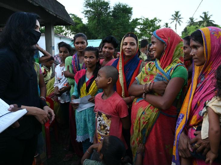 पुष्पम बिहार के गांवों में घूम रही हैं और वोटरों को साधने में जुटी हैं। पलूरल्स के मीडिया सेक्रेटरी के मुताबिक, वो सभी 38 जिलों का दौरा कर चुकी हैं।
