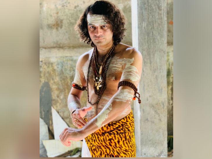 अध्यात्म में उनकी विशेष रुचि है, वे इस्कॉन टेंपल से भी जुड़े हैं। कई बार वे भगवान कृष्ण और शंकर जी का भेष धारण कर समाचारों में सुर्खियां बटोर चुके हैं।