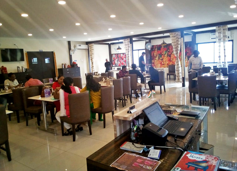 नौकरी छोड़कर 2012 में जयंती ने अपना रेस्टोरेंट शुरू किया। इसमें तीन पार्टनर थे, क्योंकि जयंती के पास इतना पैसा नहीं था कि वे अकेले रेस्टोरेंट शुरू कर सकें।