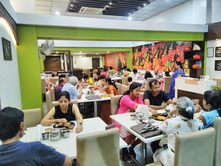 जयंती अपने रेस्टोरेंट में शुद्ध शाकाहारी मराठी व्यंजन देती हैं। हालांकि, अब वे नई ब्रांच भी शुरू कर चुकी हैं, जहां नॉनवेज भी मिलता है।