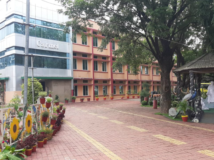 भोपाल के कार्मल कॉन्वेंट स्कूल प्रबंधन ने फिलहाल स्कूल को बंद रखने का निर्णय लिया है।