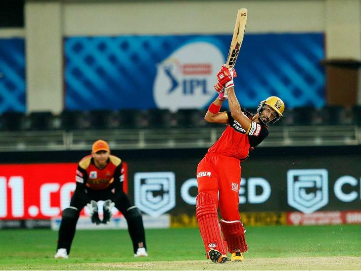 आरसीबी के देवदत्त पडिक्कल ने अपने पहले आईपीएल मैच में शानदार प्रदर्शन किया। उन्होंने 42 बाॅल पर 56 रन की पारी खेली।