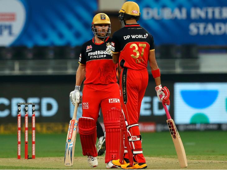पडिक्कल ने एरॉन फिंच के साथ पहले विकेट के लिए 90 रन की पार्टनरशिप की।
