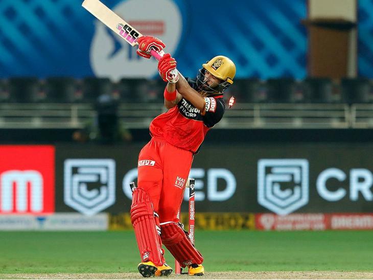 अपने डेब्यू मैच में फिफ्टी जड़कर पडिक्कल को एसआरएच के विजय शंकर ने बोल्ड किया।