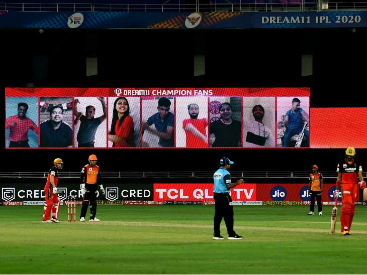 इस बार मैच के दौरान फैंस कुछ अंदाज में खिलाड़ियों का हौसला बढ़ाते नजर आए।