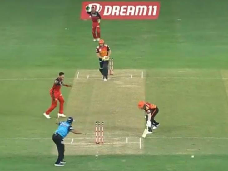 हैदराबाद के कप्तान डेविड वॉर्नर अनलकी रहे और उमेश यादव की गेंद पर नॉन-स्ट्राइकर एंड पर रन-आउट हो गए।