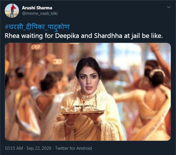 फिल्म 'कभी खुशी कभी गम' पर बना मीम शेयर कर यूजर ने लिखा- रिया जेल में दीपिका और श्रद्धा का इंतजार करते हुए।