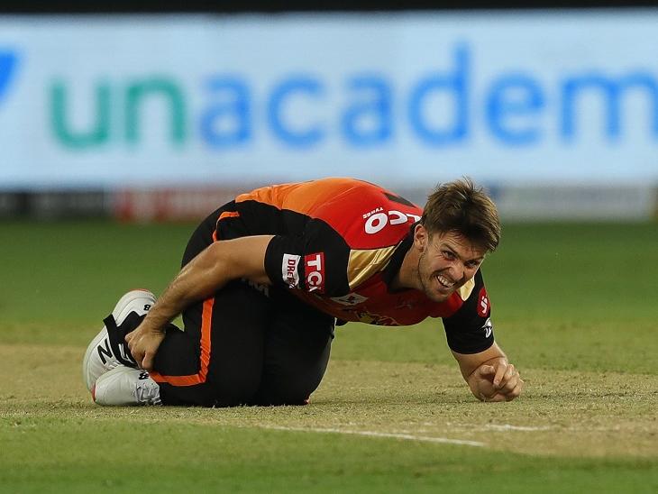 एसआरएच के मिशेल मार्श बीच मैच में ही चोटिल हो गए। मार्श सिर्फ 4 बॉल ही फेंक पाए।
