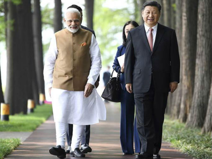 प्रधानमंत्री मोदी और चीन के राष्ट्रपति शी जिनपिंग की यह फोटो 28 अप्रैल 2018 की है। उस समय मोदी चीन के दौरे पर पहुंचे थे। - Dainik Bhaskar