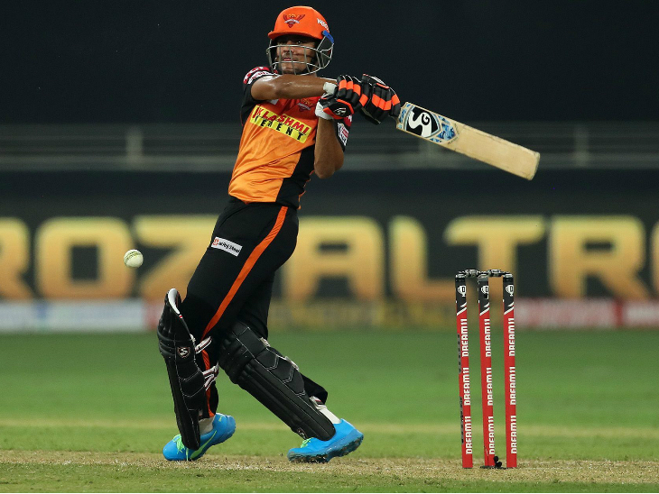 अंडर-19 वर्ल्ड कप में टीम इंडिया की कप्तानी करने वाले प्रियम गर्ग ने भी बेंगलुरु के खिलाफ आईपीएल में डेब्यू किया। हालांकि, वे सिर्फ 12 रन ही बना सके।