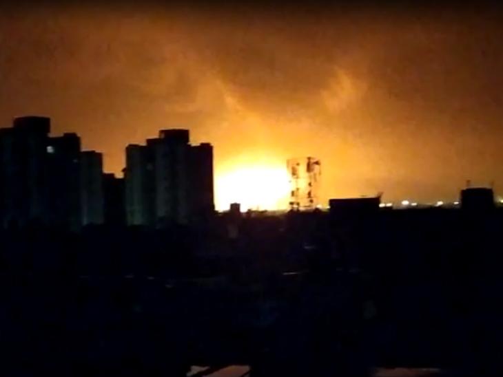 7 किमी दूर से भी दिखाई दीं आग की लपटें।