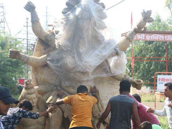 गाइडलाइन के अनुसार इस बार 6 फीट से ज्यादा बड़ी प्रतिमा के निर्माण पर मनाही है। (फाइल) - Dainik Bhaskar