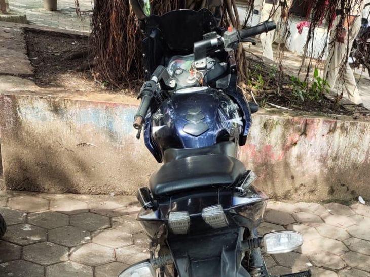 चोरी के रुपयों से बाइक का शौक पूरा किया।