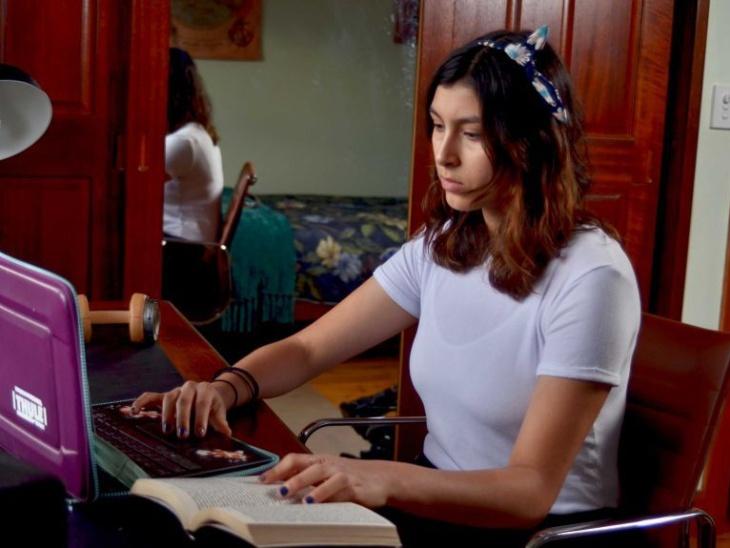 मायेला ने सोशल एक्टिविस्ट के तौर पर स्कूल के दिनों से काम करना शुरू कर दिया था।