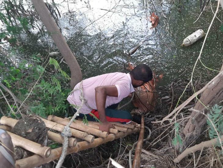 बागपत और मेरठ जिले में 25 किमी की दूरी पर मिले दो साधुओं के शव; ग्रामीणों ने हत्या की आशंका जताई|उत्तरप्रदेश,Uttar Pradesh - Dainik Bhaskar