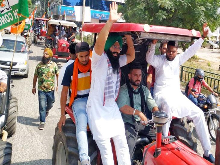 जालंधर में पंजाब युवा कांग्रेस के कार्यकर्ता ट्रैक्टर रैली में शामिल।