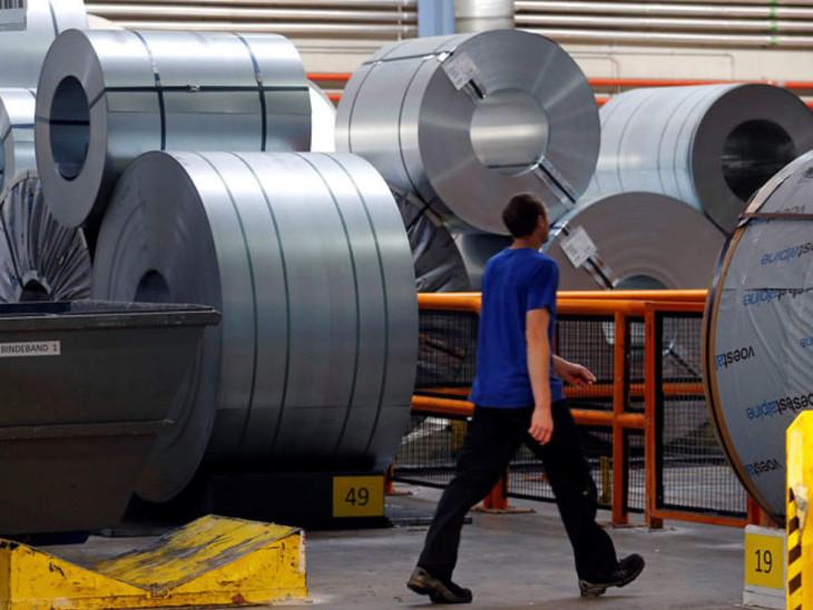 क्रूड स्टील का उत्पादन पिछले माह अमेरिका में 24.4%, जापान में 20.6%, दक्षिण कोरिया में 1.8%, जर्मनी में 13.4%, फ्रांस में 31.2% और स्पेन में 32.5% गिरा - Dainik Bhaskar