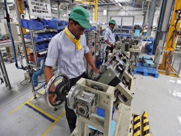 देश की अर्थव्यवस्था में मैन्युफैक्चरिंग सेक्टर की करीब 15 फीसदी हिस्सेदारी है। सरकार इसमें महत्वपूर्ण बढ़ोतरी करना चाहती है। - Dainik Bhaskar