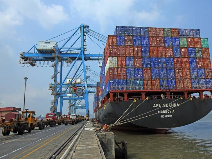 आईपीए द्वारा संचालित प्रमुख 12 बंदरगाहों पर पिछले कारोबारी साल के प्रथम 5 महीने में कंटेनर की ढुलाई 43.4 यूनिट और टन के हिसाब से 6.353 करोड़ टन हुई थी - Dainik Bhaskar