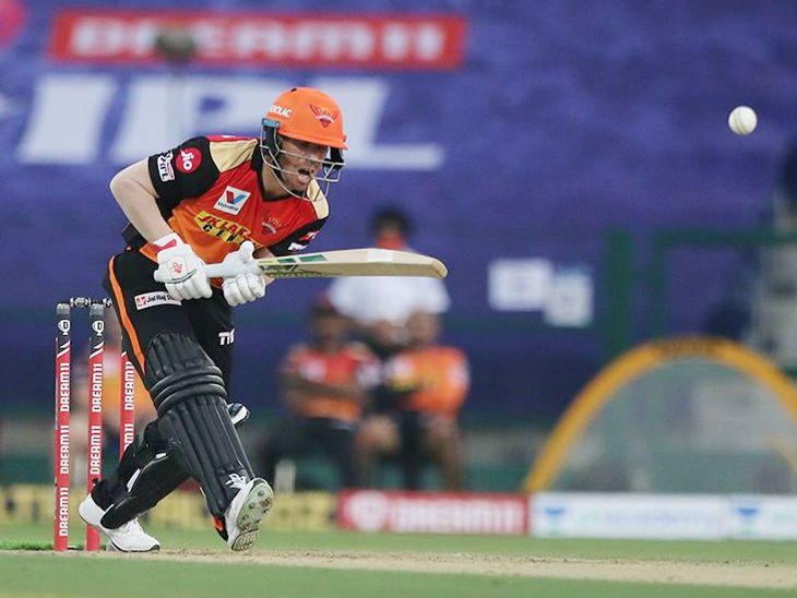 हैदराबाद के कप्तान डेविड वॉर्नर ने 30 बॉल पर 36 रन की पारी खेली।