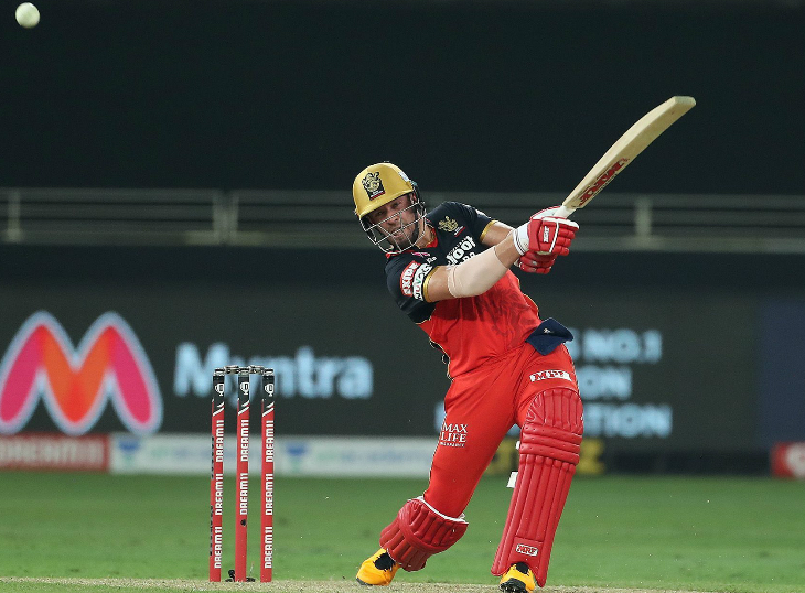एबी डिविलियर्स ने भी तूफानी फिफ्टी लगाई। उन्होंने 24 बॉल पर 55 रन बनाए। अपनी पारी में उन्होंने 4 छक्के लगाए।