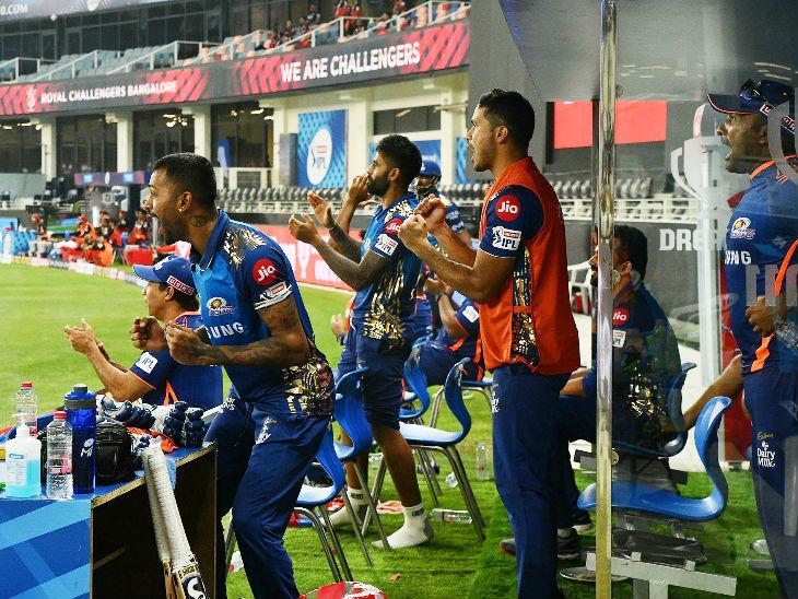 ईशान किशन और कीरोन पोलार्ड के हर शॉट के बाद डगआउट में खिलाड़ियों का खुशी से उछल रहे थे।