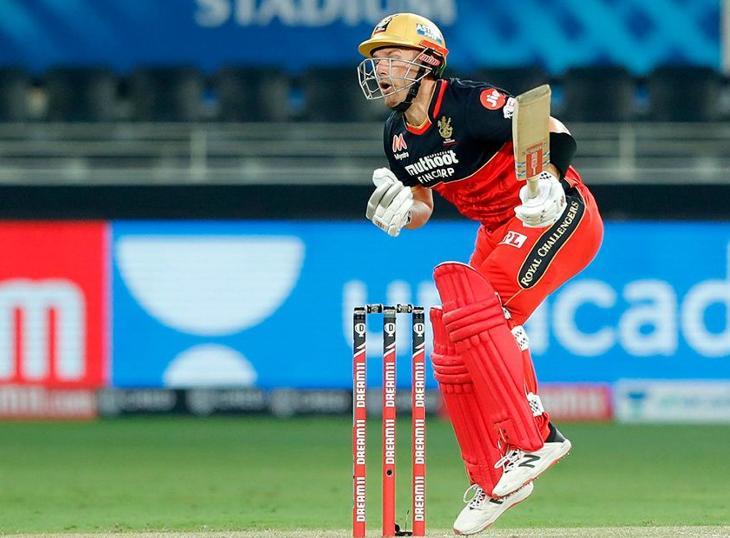 बेंगलुरु के एरॉन फिंच मैच के दौरान चोटिल हुए। इसके बाद फिंच ने जबर्दस्त पारी खेली। उन्होंने 35 बॉल पर 52 रन बनाए