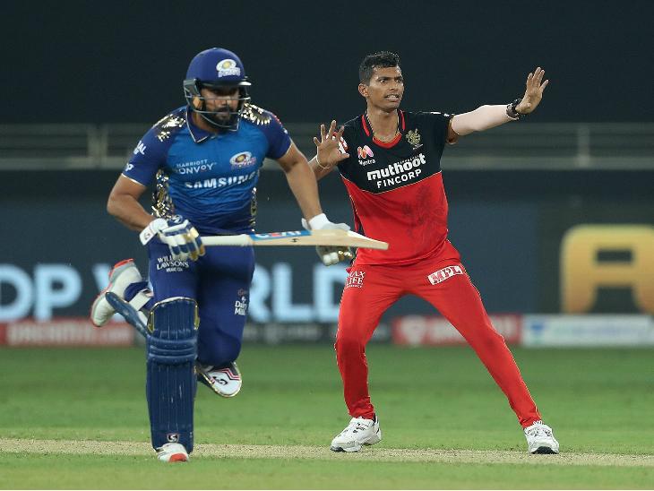 नवदीप सैनी ने बेंगलुरु की ओर से मैच का सुपर ओवर डाला। इसमें उन्होंने सिर्फ 7 रन दिए और कीरोन पोलार्ड का विकेट भी लिया।