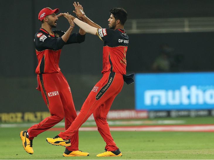 वाशिंगटन सुंदर ने मैच में 4 ओवर में सिर्फ 12 रन दिए। उन्होंने रोहित शर्मा को आउट किया।