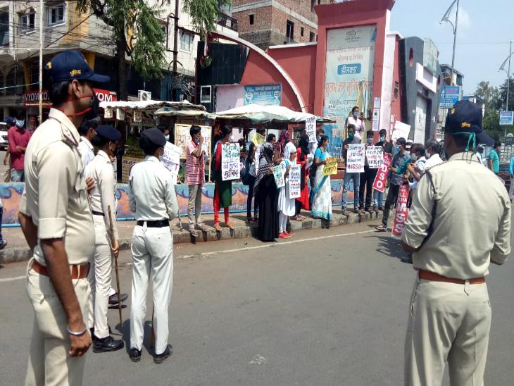 इस दौरान पुलिस भी मौके पर मौजूद रही। जिससे किसी तरह का उपद्रव न हो।