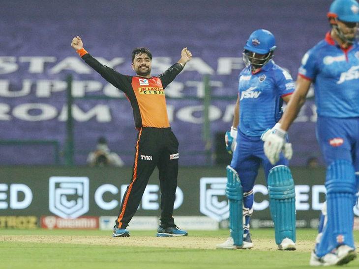 अफगानिस्तानी गेंदबाज राशिद ने मैच में 14 रन देकर 3 विकेट लिए। यह उनका आईपीएल में अब तक का बेस्ट परफॉर्मेंस है। इससे पहले वे तीन बार 19 रन देकर 3 विकेट ले चुके हैं। यह कारनामा उन्होंने सबसे पहले 2017 में गुजरात लॉयंस के खिलाफ किया।