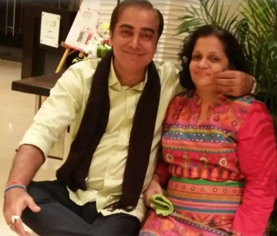 संजय और उनकी पत्नी सुजाता।