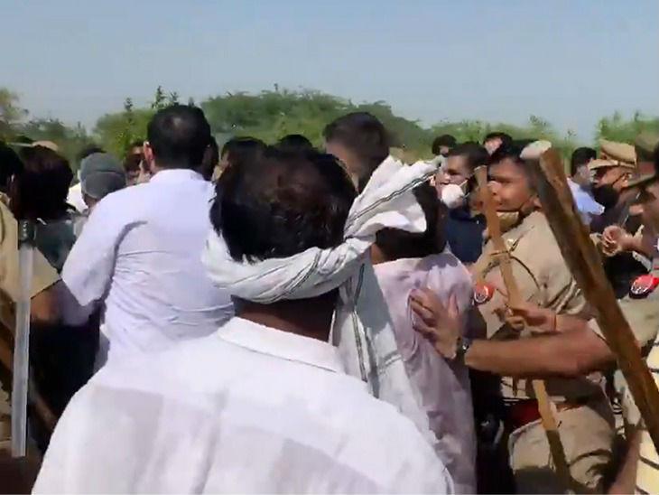 कुछ दूर चलने के बाद पुलिस ने फिर रोक दिया। कांग्रेस कार्यकर्ताओं ने आगे बढ़ने की कोशिश की। इससे पुलिस के साथ धक्कामुक्की हुई।