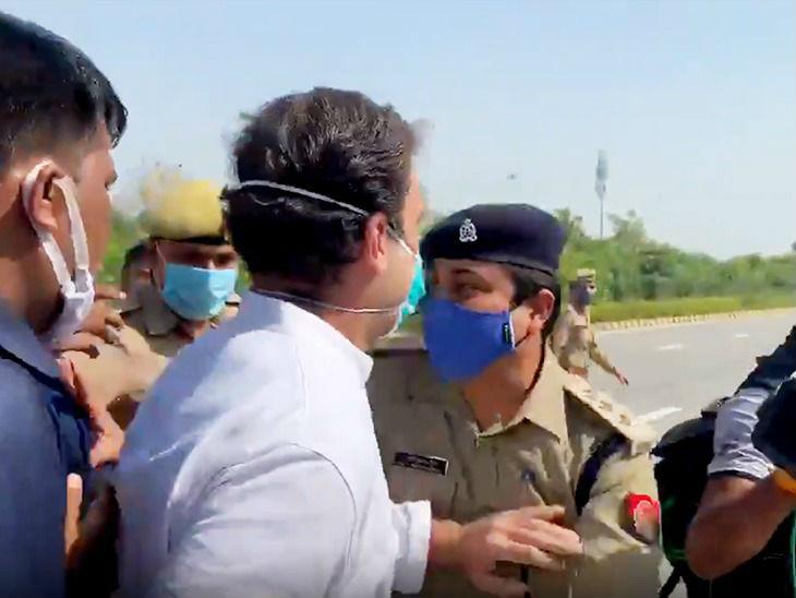 राहुल गांधी को पुलिस अफसर ने रोका तो राहुल ने उन्हें धक्का देकर अलग किया।