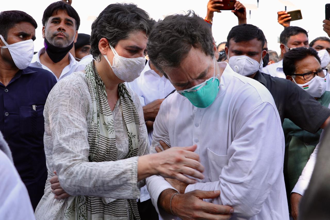 राहुल को संभालते हुए प्रियंका।