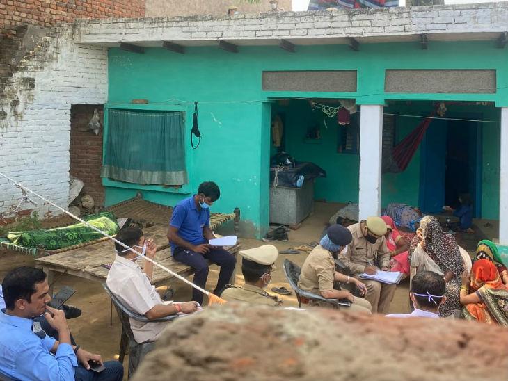 एसआईटी की टीम पीड़िता के गांव पहुंच गई है। वह परिवार वालों से पूछताछ कर रही है।