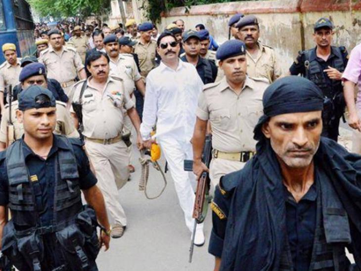 पिछले चुनाव के वक्त भी अनंत सिंह जेल में थे और चुनाव जीतने के 6 महीने बाद पटना हाईकोर्ट की इजाजत पर विधायक पद की शपथ ली थी।