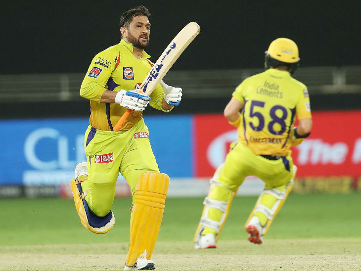 5वें नंबर पर बल्लेबाजी करने उतरे धोनी ने अपनी पारी में 21 रन दौड़कर बनाए।
