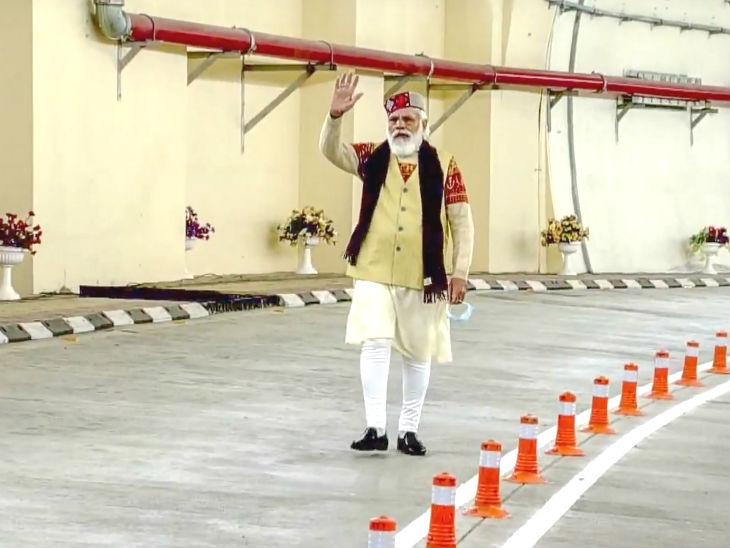 Narendra Modi: Atal Tunnel Inauguration Update | Manali-leh Tunnel Latest News | Pm Narendra Modi Inaugurate Atal Tunnel In Rohtang – All You Need To Know | मोदी ने 10 हजार फीट की ऊंचाई पर बनी दुनिया की सबसे लंबी अटल टनल का उद्घाटन किया, रक्षा मंत्री राजनाथ भी थे मौजूद
