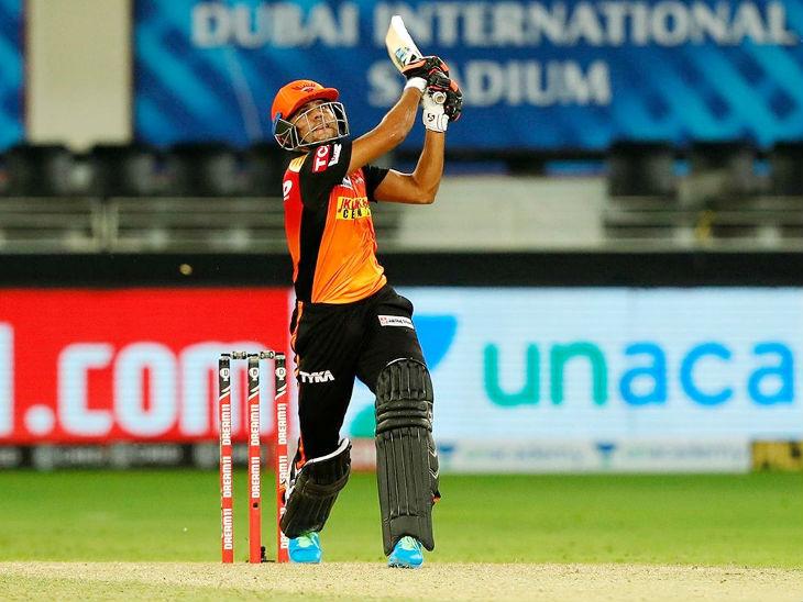 हैदराबाद के लिए प्रियम गर्ग ने 26 बॉल पर नाबाद 51 रन की पारी खेली।