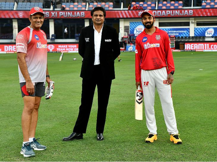 भारतीय क्रिकेट के दो दिग्गज अनिल कुंबले और जवागल श्रीनाथ के साथ पंजाब के कप्तान लोकेश राहुल ने फोटो खिंचवाने का मौका नहीं छोड़ा।