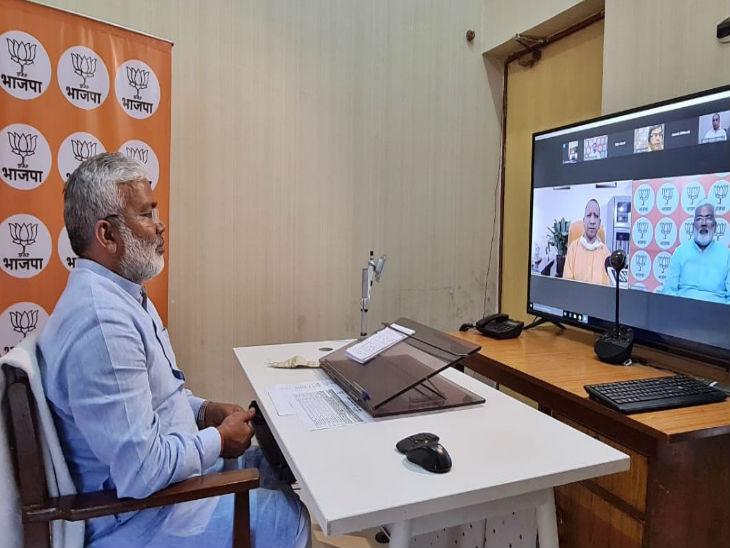समीक्षा बैठक में शामिल प्रदेश अध्यक्ष स्वतंत्रदेव सिंह।