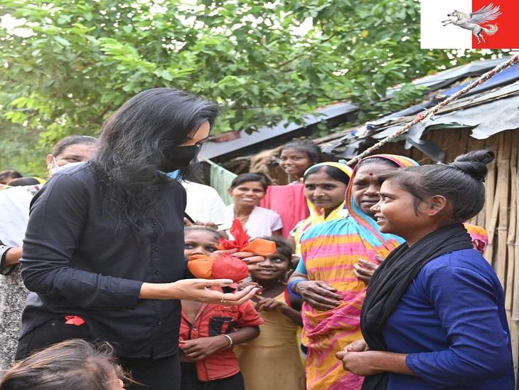 पुष्पम प्रिया चौधरी मिथिला की हैं। पीएम मोदी की तर्ज पर ये चुनाव प्रचार में लोकल पुट वाली राजनीति साध रही हैं। इसलिए ये जहां जाती हैं वहां की महिलाओं से खोंयछा जरूर लेती हैं।