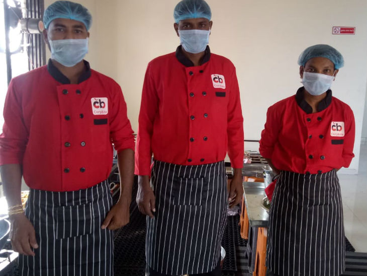 जगदीश की टीम में इस समय 50 से ज्यादा लोग काम करते हैं।