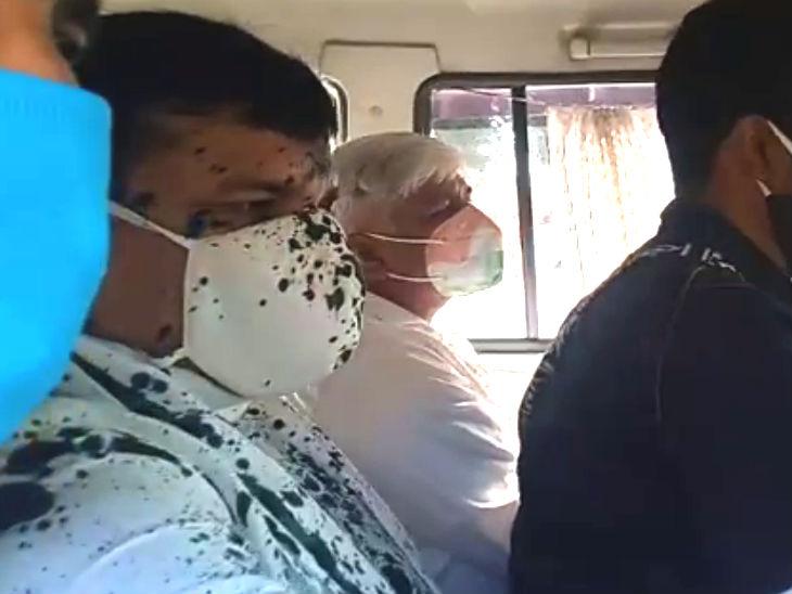 आम आदमी पार्टी के सांसद संजय सिंह पर स्याही फेंकी गई, पीएफआई का एजेंट बताया, गैंगरेप पीड़ित के परिवार से मुलाकात करने पहुंचे थे|उत्तरप्रदेश,Uttar Pradesh - Dainik Bhaskar