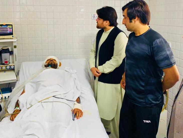 नजीब का शनिवार को एक्सीडेंट हुआ था। उन्हें काबुल के एक हॉस्पिटल में एडमिट कराया गया था। इसके बाद से इस क्रिकेटर की हालत गंभीर बनी हुई थी। अफगानिस्तान क्रिकेट बोर्ड के अफसर नजीब को देखने हॉस्पिटल पहुंचे थे।