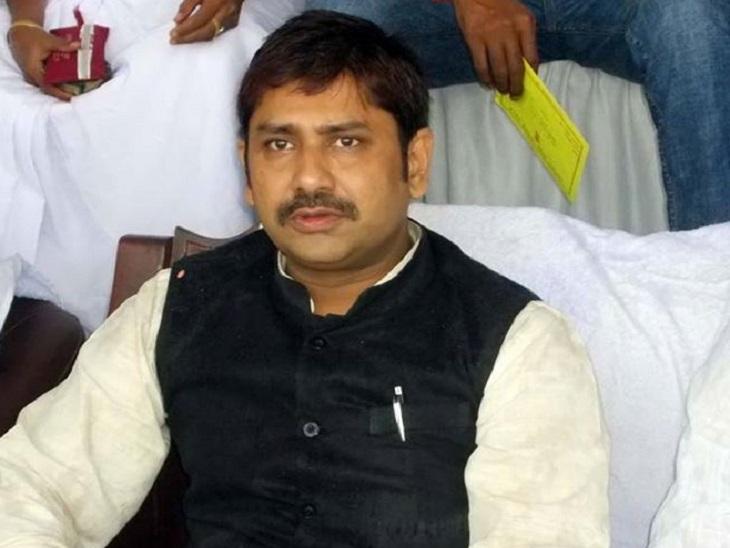 2000 के विधानसभा चुनावों के बाद जमुई सीट पर नरेंद्र सिंह परिवार का प्रभाव रहा है।