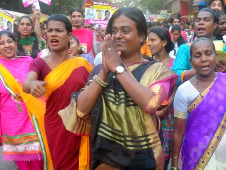 2017 में बीएमसी का चुनाव लड़ चुकीं प्रिया मुंबई की पहली ट्रांसजेंडर उम्मीदवार भी हैं।
