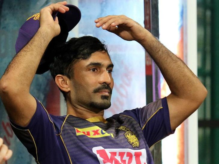 कोलकाता नाइट राइडर्स के कप्तान दिनेश कार्तिक इस मैच में नए लुक में नजर आए।