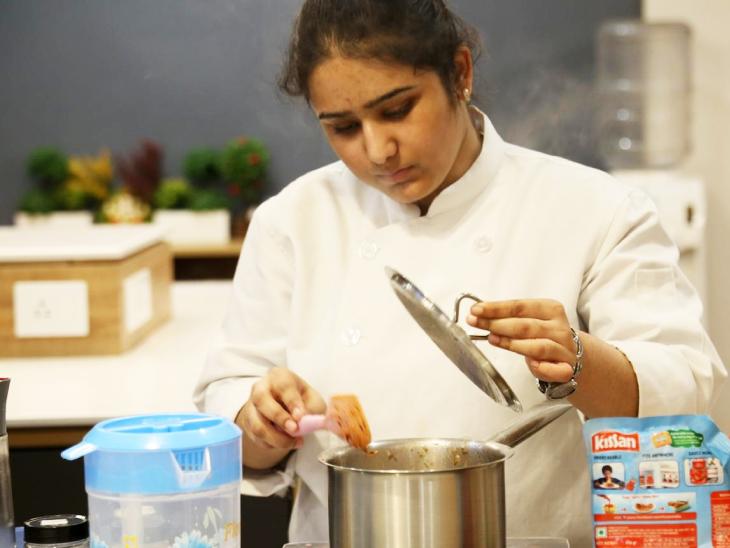 तान्या दिल्ली में शेफ इंस्ट्रक्टर के तौर पर नौकरी करती थीं।